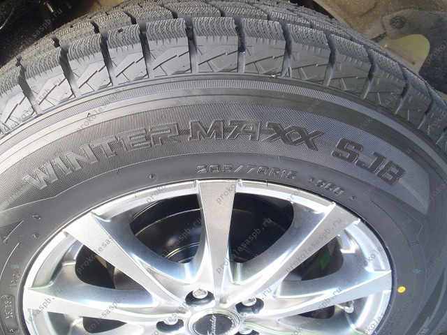 Dunlop Winter Maxx SJ8 265/70 R16 112R