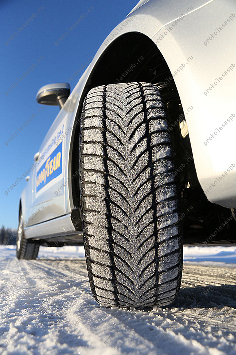 Goodyear Ultra Grip Ice 2 235/55 R18 104T